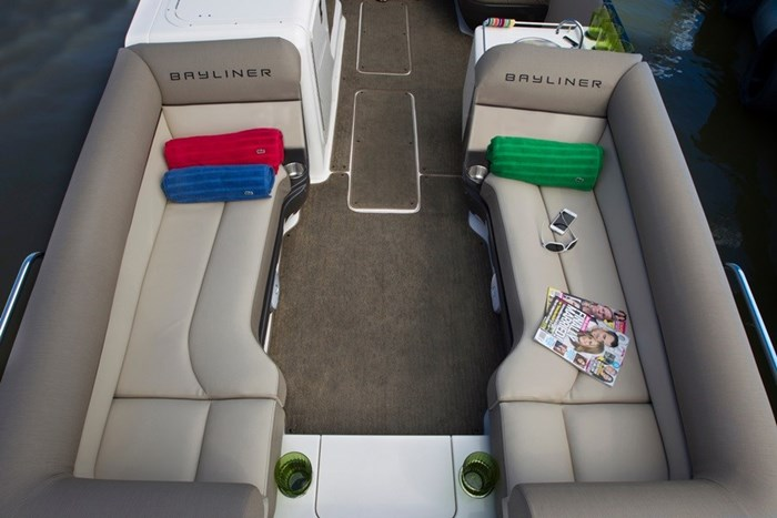 bayliner element xr7 seats