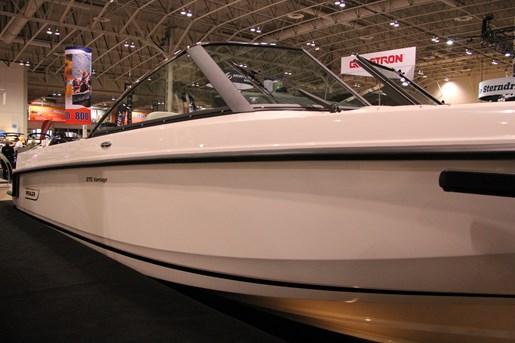 Boston Whaler 270 Vantage 1