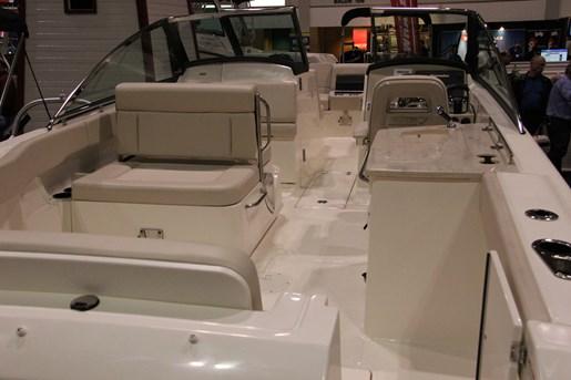 Boston Whaler 270 Vantage 2