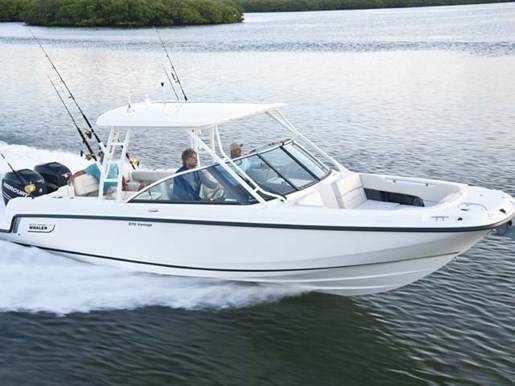 Boston Whaler 270 Vantage Running