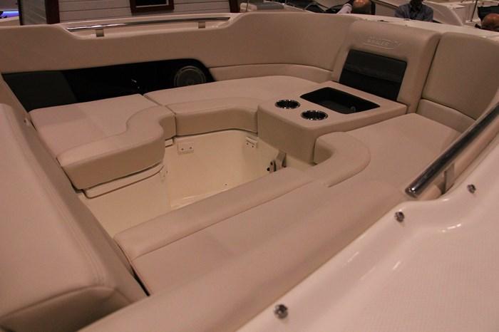 Boston Whaler 270 Vantage 6