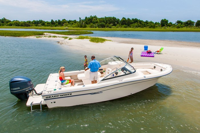 2015 Grady-White Freedom 225 Bowrider Boat Review