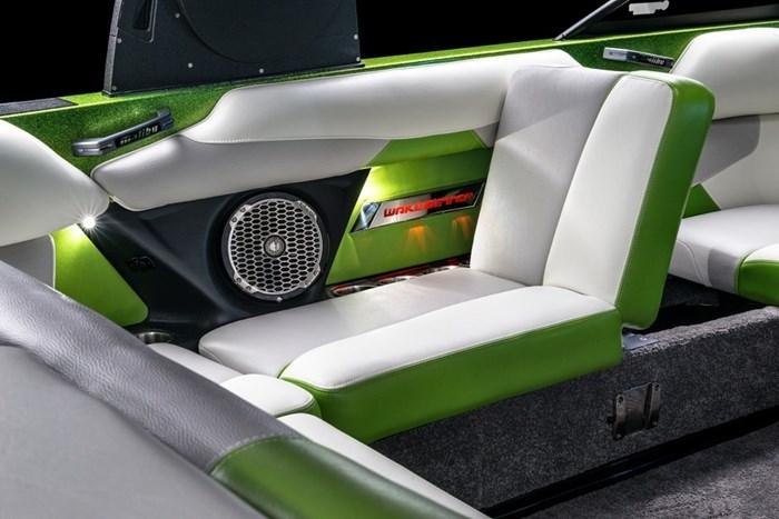 Malibu 22 VLX studio seat