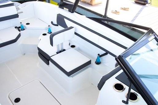 Sea Ray 21 SPX seat