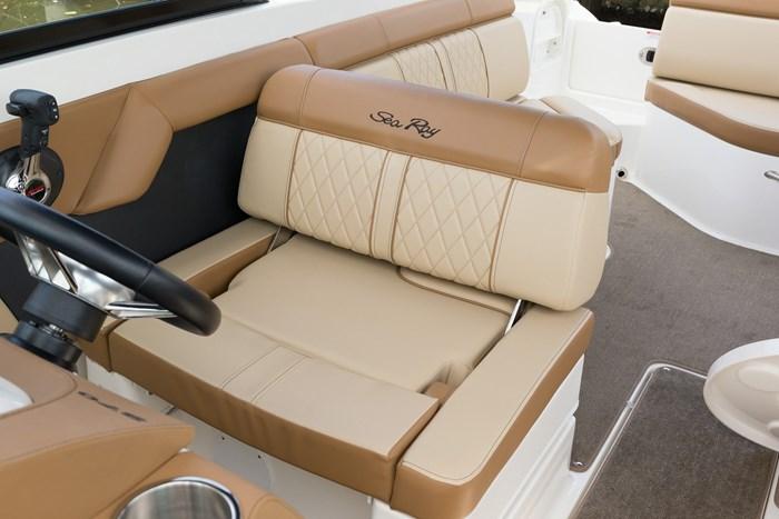 2015-SeaRay-270-0150-helm seat