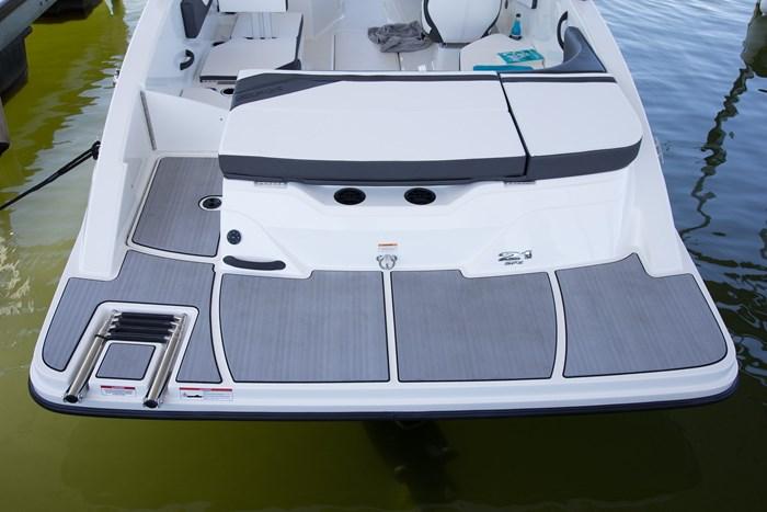 Sea Ray 21 SPX swim platform