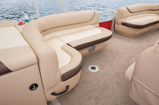 sun tracker party barge 2- dlx seat