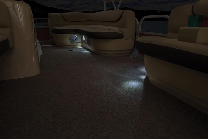 sun tracker party barge 2- dlx floor lights