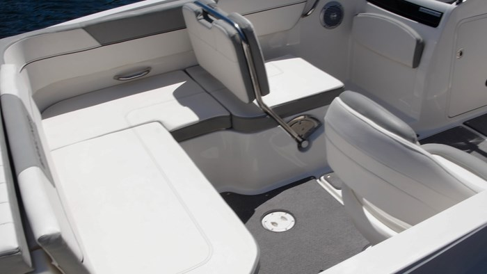bayliner vr5 l shaped layout
