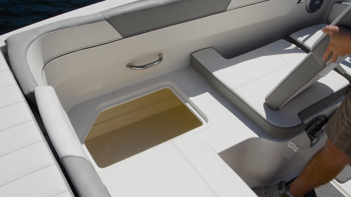 bayliner vr5 l storage