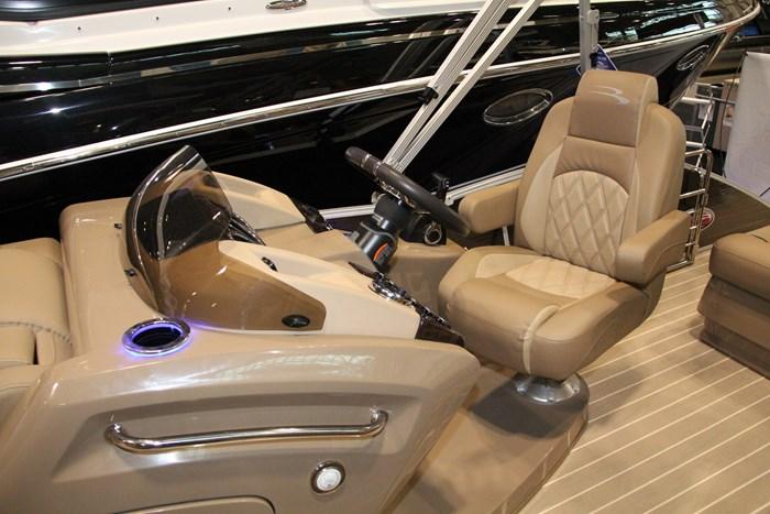 bennington 2375 rsb captain seat
