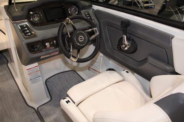 chaparral 227 ssx helm seat