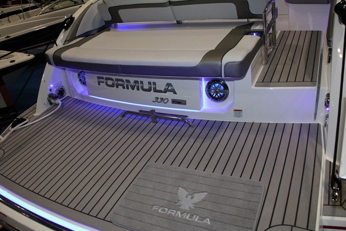 formula 330 fx swim platform