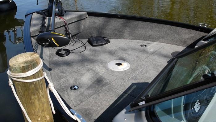 smoker craft pro angler 172 bow deck