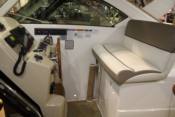 tiara 31 captain seat