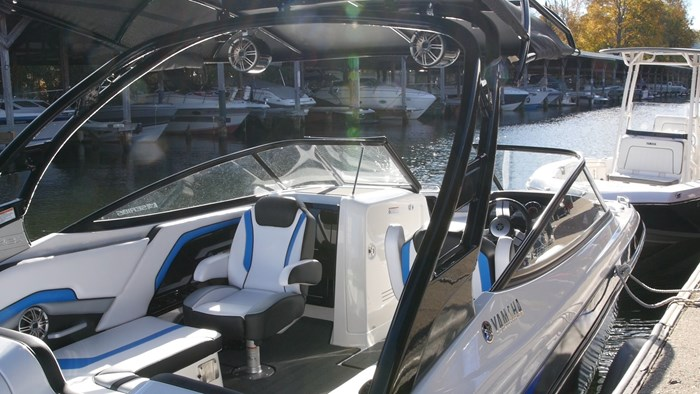 yamaha 242x cockpit