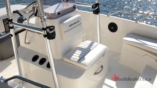 Bayliner Element F21 Center console
