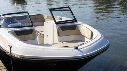 Bayliner VR6 Beamforward