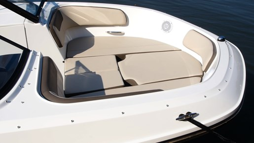 Bayliner VR6 Bow