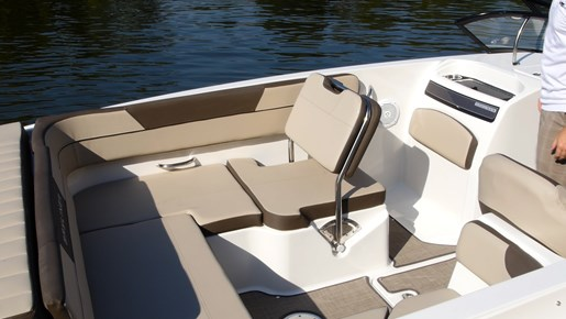 Bayliner VR6 Port seat