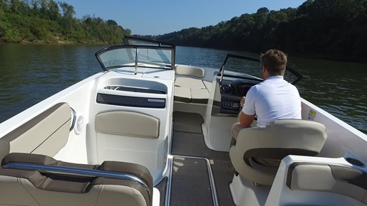 Bayliner VR6 Running