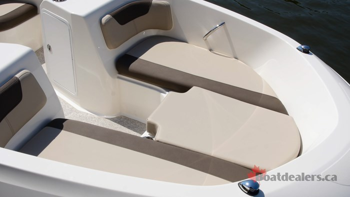 Bayliner Element E21 Bow