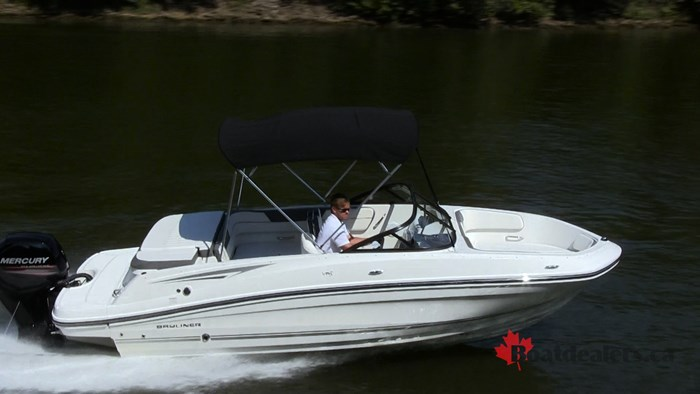 Bayliner VR5 OB Running2