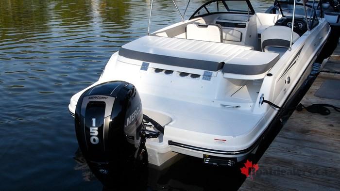 2017 Bayliner VR5 OB Bowrider Boat Review - BoatDealers ca