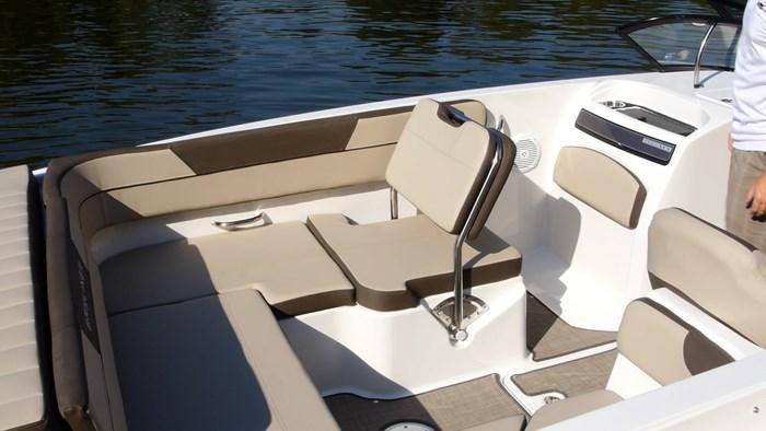Bayliner VR6 Port seat