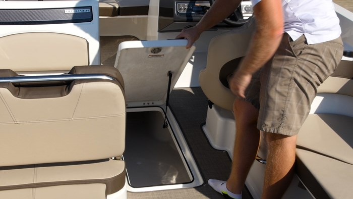 Bayliner VR6 ski locker