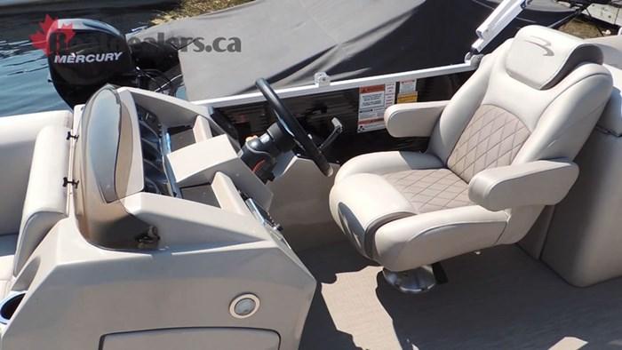 bennington-22ssrxp-helm-seat