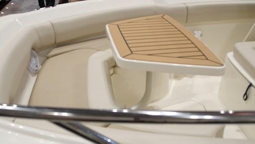 Boston Whaler 230 Outrage Bow2