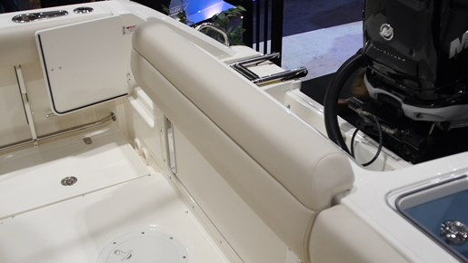 Boston Whaler 230 Outrage Transom Seat
