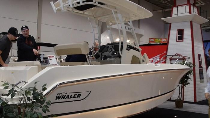 Boston Whaler 230 Outrage Profile1