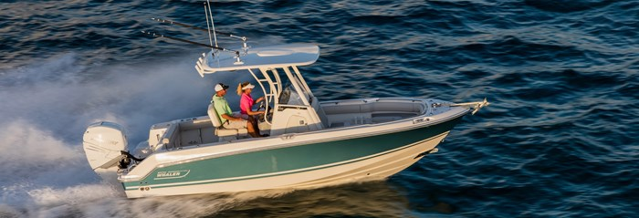 Boston Whaler 230 Outrage Running