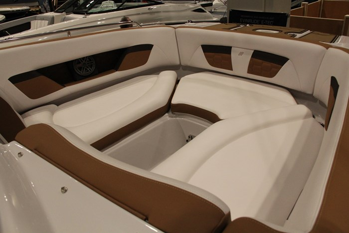 four winns hd 240 bow seat