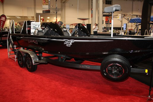 Lund pro-v 2075 bass boat (1)