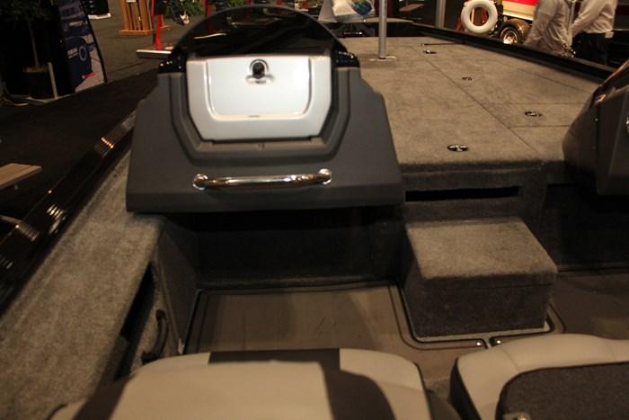 Lund pro-v 2075 bass boat (5)