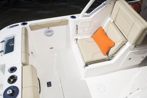 pursuit dc 235 center console stern seat
