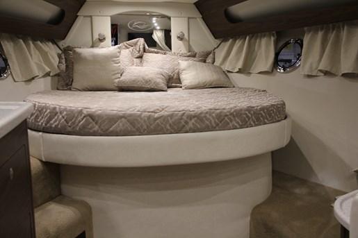 rinker 370 ex master bed