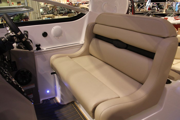 rinker 370 ex captain chair