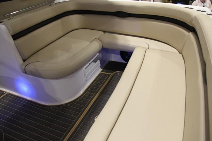 rinker 370 ex lounge seating