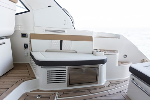 sea ray sundancer 350 coupe seating