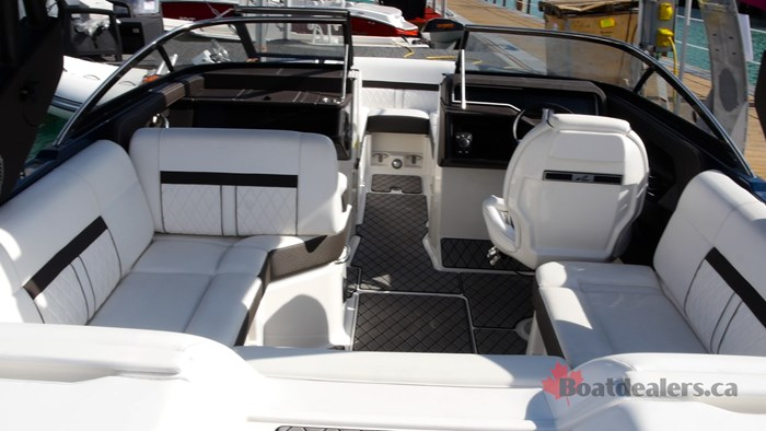 SeaRay SLXW 230 Layout