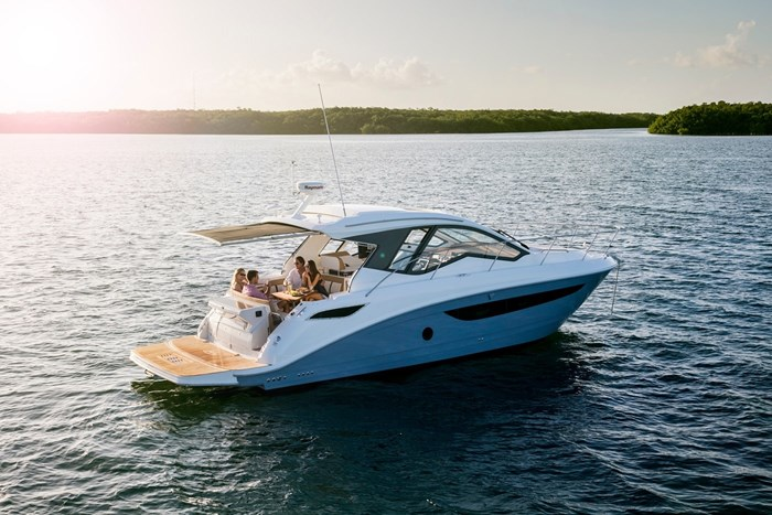 2017 Sea Ray Sundancer 350 Coupe Cruisers Boat Review - BoatDealers ca