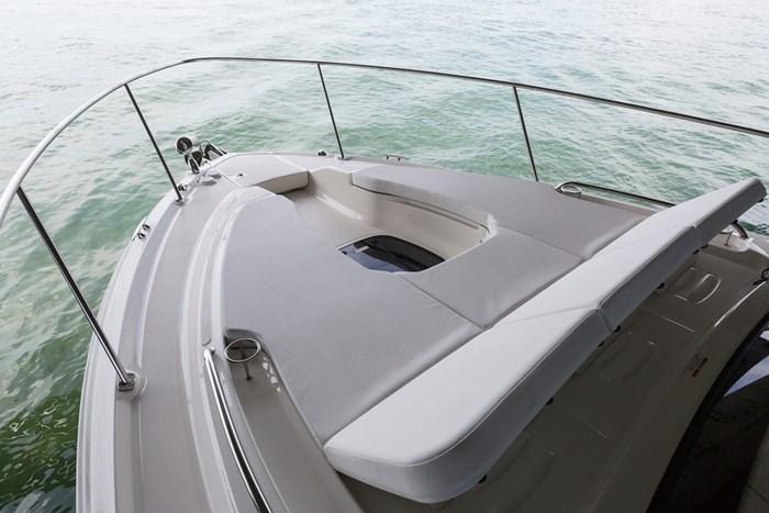 sea ray sundancer 350 coupe bow lounger