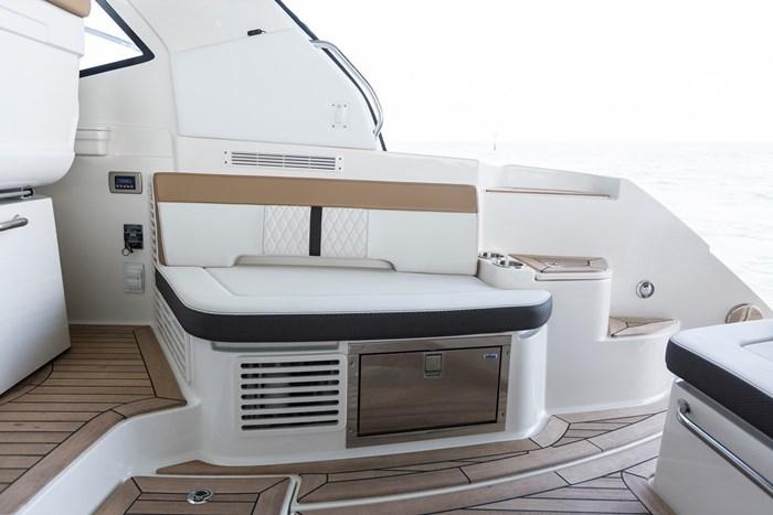 sea ray sundancer 350 coupe seating
