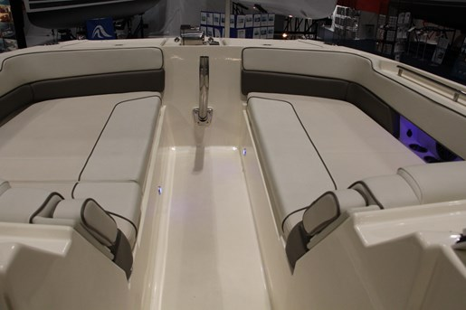 worldcat 320 dc bow seating