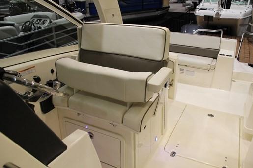 worldcat 320 dc captain seat