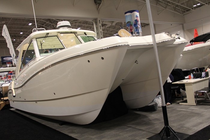 worldcat 320 dc bow side